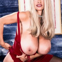 Prominent older XXX film starlet Alexis Enjoy lets her hefty tits loose in tights