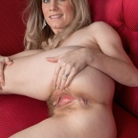 Lanky fair-haired amateur Ashleigh McKenzie freeing diminutive flappy titties and unshaven honeypot
