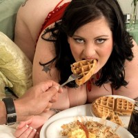 Huge titted SSBBW Glory Foxxx sucking penis while gobbling breakfast in bed