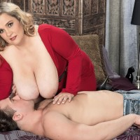 Blonde BIG SEXY WOMAN Cami Cooper delivering massage before exposing immense boobies for nipple gobbling