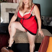 Fair-haired BBW Dani Moore exposes her enormous juggs before giving a oral pleasure in lingerie