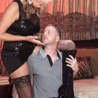 Light-haired cougar Dallas Matthews has her beaver blown after seducing a junior man