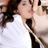 Huge-chested brunette chunky Kerry Marie deep throats dick across a gloryhole in wall