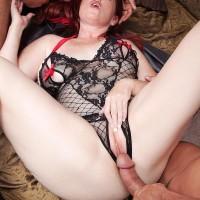 Chesty redhead MILF Heather Barron boinking 2 huge cocks during MMF threesome