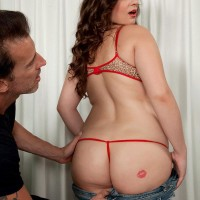 Plump chick Jessica Roberts is undressed and seduced by her masseuse