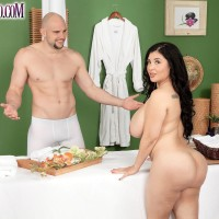 Chubber brunette MILF Daylene Rio getting boned by masseur on rubdown table