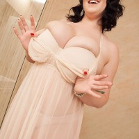 Plumper brunette solo girl Lila Payne modelling non naked in bathroom