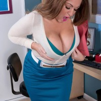 Wild golden-haired MILF Janessa Loren letting juggs free from boulder-holder in home work environment