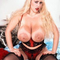 Famous pornstar Honey Moons has fun bags so monster-sized she can eat her own erect nips with relief