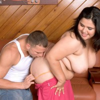 Plus sized black-haired Karla Lane seducing man for a rigid banging on leather couch