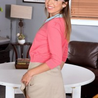 Glasses garbed teener spinner Melissa Moore delivering hj after baring little tits