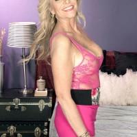 Killer mature lady Lauren Taylor tempts a junior man in a pinkish microskirt
