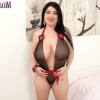 Latina solo model Daylene Rio loose her boobs and trimmed honeypot from her lingerie