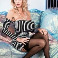Mature XXX pornstar Pandora Peaks looses her gigantic boobies from her taut sundress