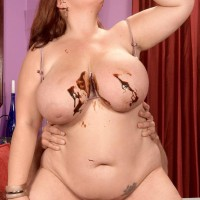 Plus-sized red-haired Jade Parker decorating titties with chocolate sauce while providing ORAL PLEASURE
