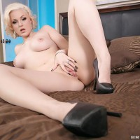 PHAT ASS MILKY GIRL Jenna Ivory delivering blowjobs before hard-core booty fucking in high heels