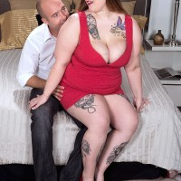 Tattooed BIG BEAUTIFUL WOMAN Huge-titted Emma unveiling gigantic fun bags and butt before providing hand-job