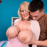 Tatted yellow-haired solo girl Sabrina Linn extracting large boobs for pierced nipple slurping