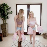 Teenager nymphs Jenna and Kenna lick lezzy coochie and share dual dildo in tights