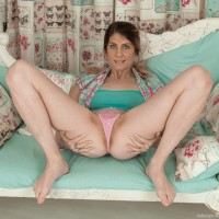Barefoot first timer Ashleigh McKenzie stretches her legs to play with her full thicket