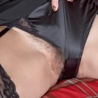 Amateur model Kaysy shows her natural cooch after peeling off ebony lingerie
