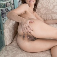 Amateur lady Kaysy displays her cootchie after ditching see-through skivvies on a couch