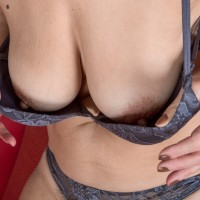 Amateur broad Kaysy flashes her all natural honeypot after disrobing totally nude