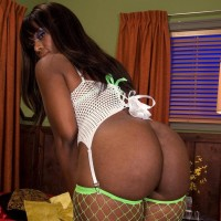 Ebony amateur Leah Summers touting giant bum while giving BLOWJOB and getting ravaged