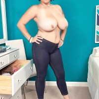 Thick dark-haired stunner Elaina Gregory unveiling funbags in denim jeans and high heels