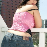 Bootylicious dark-haired MILF London Andrews unveiling funbags for nip gobbling in jeans