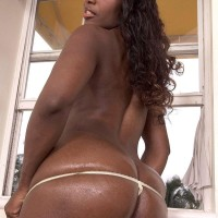 Ebony amateur Sapphira extracting huge ass from thong undies and denim jeans