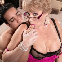 Glasses wearing MILF over 50 Tracy Eats seducing junior boy with a hj