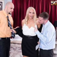 Phat elderly platinum-blonde Chery Leigh deep throats a couple of younger men's peckers at once