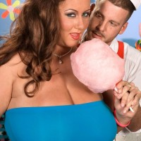 Overweight chick Rose Valentina masturbating while tonguing cotton candy