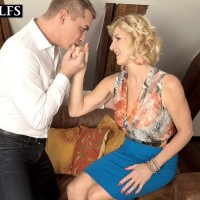 Over Fifty blond Molly Maracas unveils her enormous boobs before tonguing a cock on knees