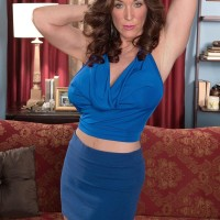 Over 50 MILF Rachel Steele exposing giant titties before having honeypot gobbled out on chesterfield