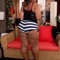 Fatty black gal Lareina showcases her her enormous bubble butt in a thong and high-heels