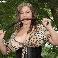 Chunky MILF Jana wields a cane while baring melons during an outdoor hj