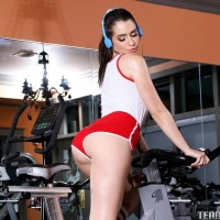 Brown-haired nubile Joseline Kelly having sex on gym rig after giving a blow-job