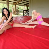 Athletic babes Stevie and Shae face sit a man while stretching out in workout outfit