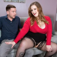 BIG HOT WOMAN XXX flick starlet Chesty Emma gets around to giving a oral sex after being disrobed