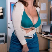 Dirty platinum-blonde MILF Janessa Loren letting hooters free from bra in home work place