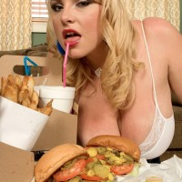 Plus size golden-haired girl Scarlett Rouge slurping food while engaging in oral jobs activities