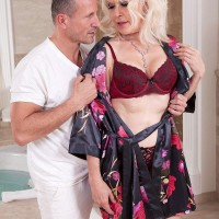 Beautiful grannie Broad S blows her masseur after massage and losing her brassiere