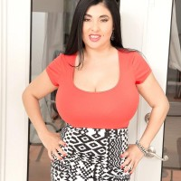 Latina girl Daylene Rio bares her enormous butt from a ripped microskirt