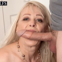 Mature ash-blonde broad Heidi deep throats her stepson's large cock after seducing him