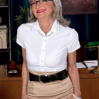Elder office employee Cheyanne tempts the janitor in a micro-skirt and glasses