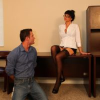 Dark-haired wife Angie Noir possesses a lash before having her cooch worshipped
