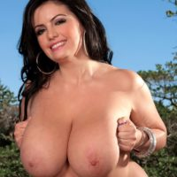 Hefty jugged brunette Arianna Sinn plays with her hard nipples after getting nude on a patio