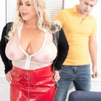 Sandy-haired BIG HOT LADY Amanda Remington uncorks her hooters during seduction action in a latex mini